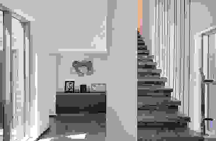 1층 전이공간 모던스타일 복도, 현관 & 계단 by 건축사사무소 카안 |Architect firm KAAN 모던