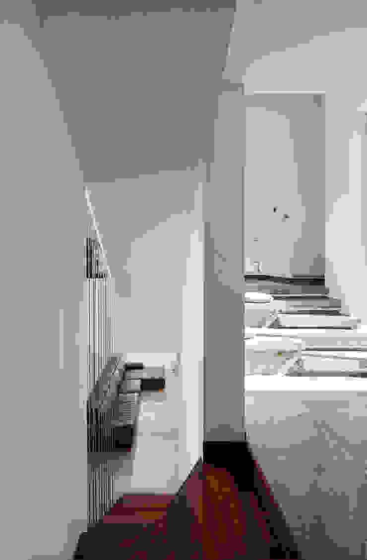 2층 전이공간 모던스타일 복도, 현관 & 계단 by 건축사사무소 카안 |Architect firm KAAN 모던