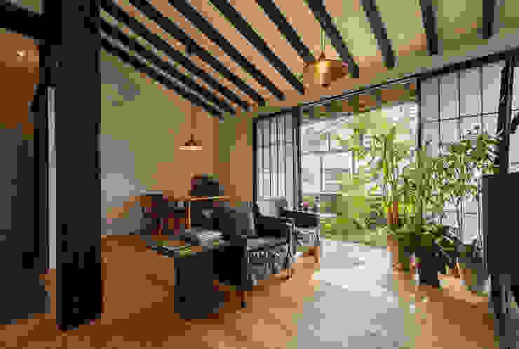 リビングダイニング 森村厚建築設計事務所 和風デザインの リビング 木 木目調
