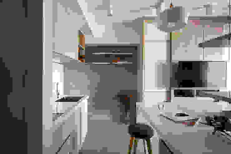 輕透關係 現代廚房設計點子、靈感&圖片 根據 有偶設計 YOO Design 現代風