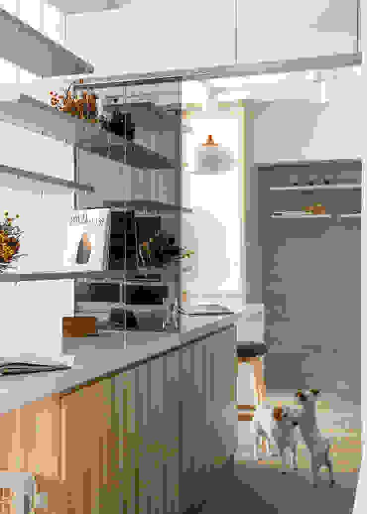 輕透關係 現代風玄關、走廊與階梯 根據 有偶設計 YOO Design 現代風
