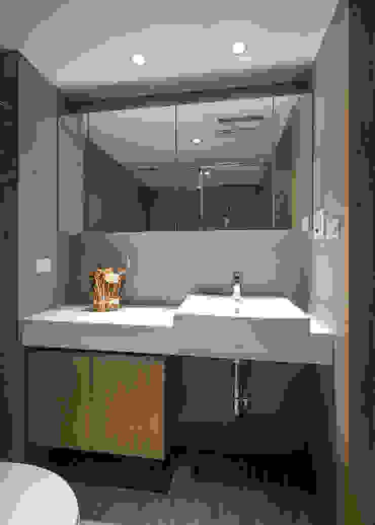 輕透關係 現代浴室設計點子、靈感&圖片 根據 有偶設計 YOO Design 現代風