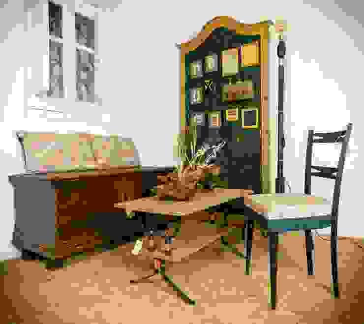 Otra configuración del ambiente Patricia wood, diseño de espacios y mobiliario Comedores de estilo rústico