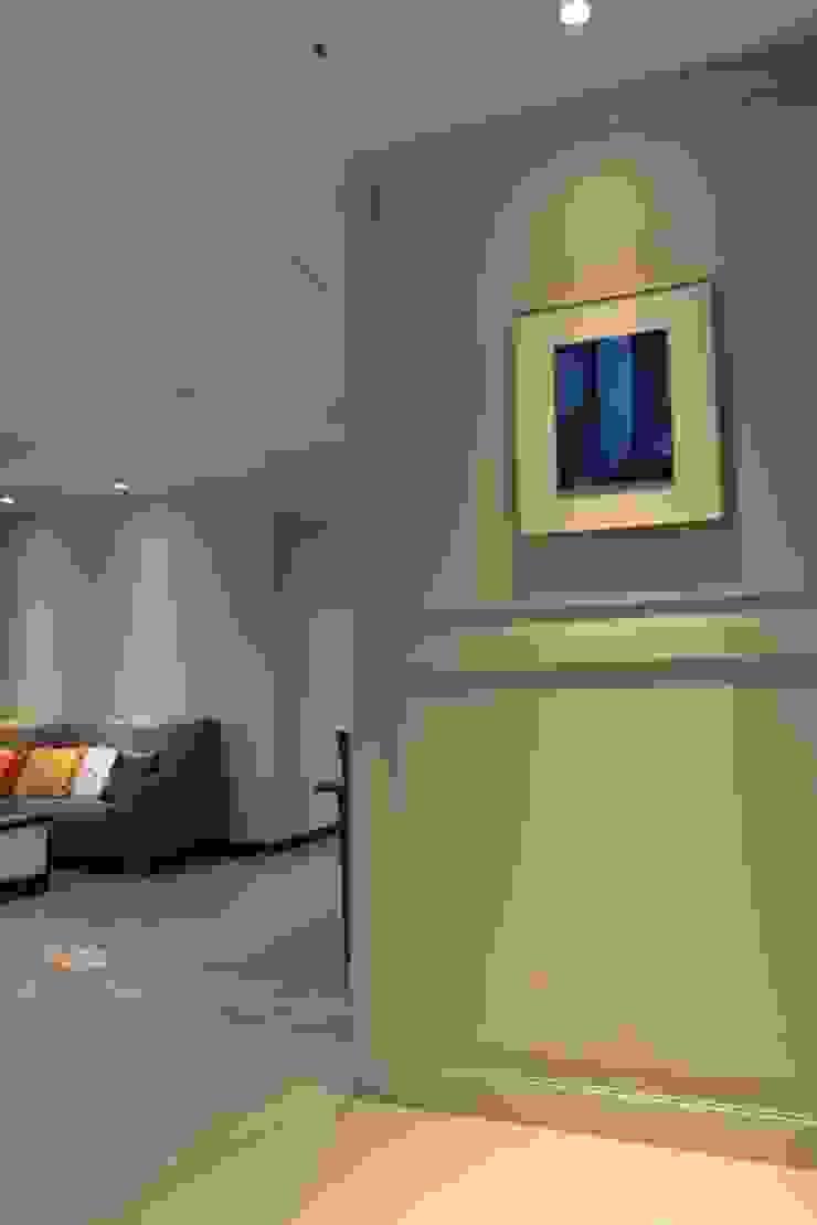 玄關 經典風格的走廊,走廊和樓梯 根據 果仁室內裝修設計有限公司 古典風
