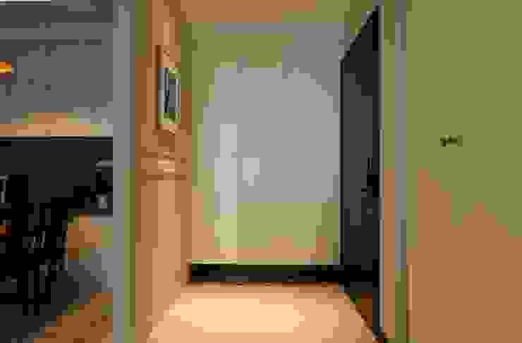 玄關/鞋櫃 經典風格的走廊,走廊和樓梯 根據 果仁室內裝修設計有限公司 古典風