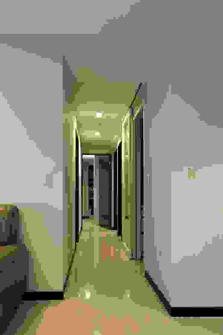 走道 經典風格的走廊,走廊和樓梯 根據 果仁室內裝修設計有限公司 古典風