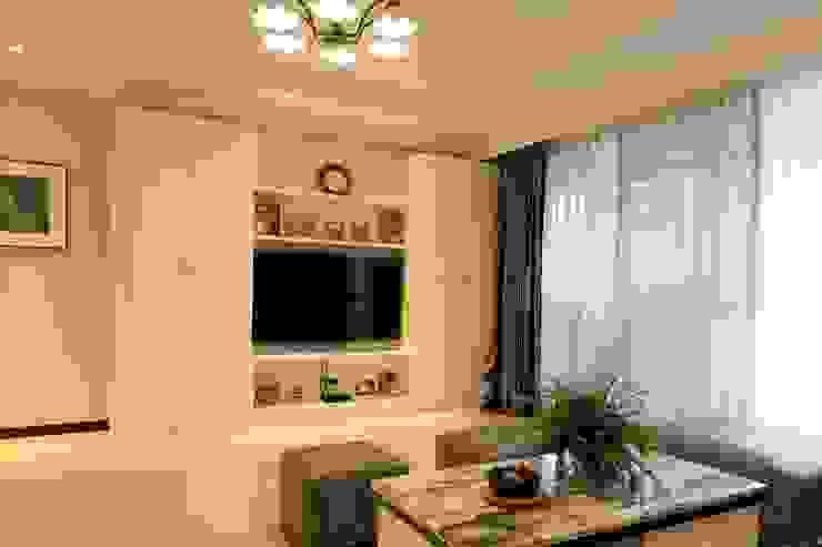 客廳/電視櫃 根據 果仁室內裝修設計有限公司 古典風