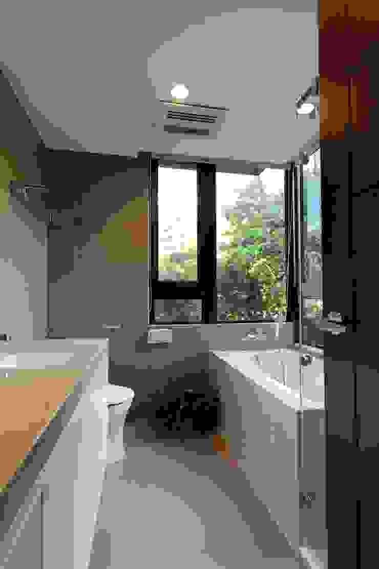 主浴室 根據 果仁室內裝修設計有限公司 古典風