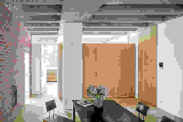 Modern dining room by Corneille Uedingslohmann Architekten Modern