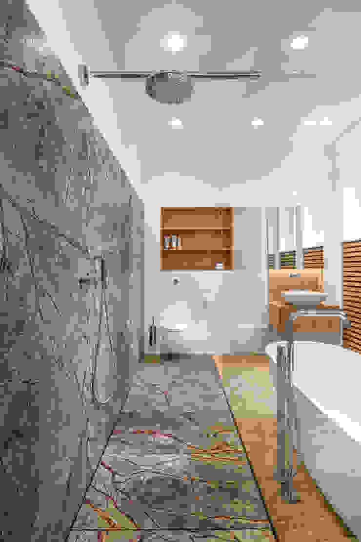 Phòng tắm phong cách hiện đại bởi Corneille Uedingslohmann Architekten Hiện đại Cục đá