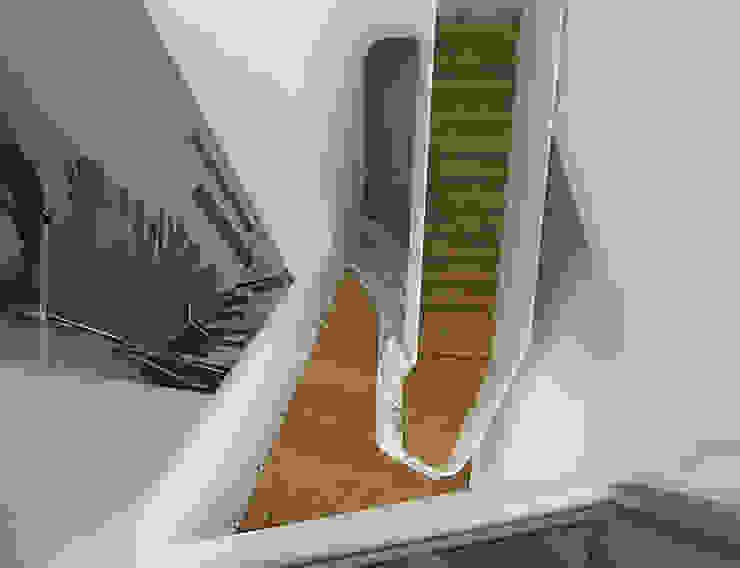 Habitação Unifamiliar Isolada T4 com Piscina - Defined LOOP por Office of Feeling Architecture, Lda Moderno Madeira Acabamento em madeira