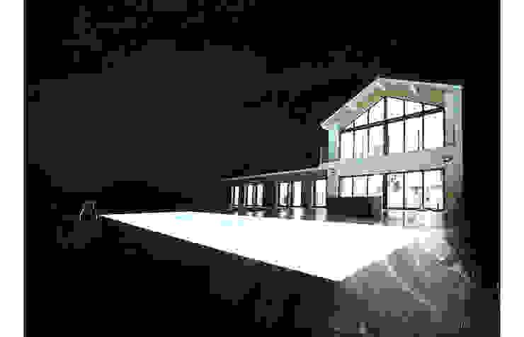 Casa com piscina em Buros, França por OGGOstudioarchitects, unipessoal lda Moderno