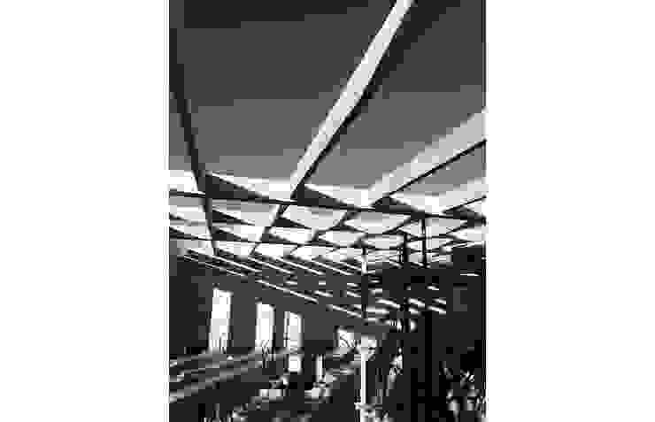 Estrutura de casa em França por OGGOstudioarchitects, unipessoal lda Moderno