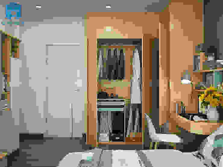 Phòng ngủ khá đơn giản với gam màu chủ đạo nâu vàng của tủ đồ Phòng ngủ phong cách hiện đại bởi Công ty TNHH Nội Thất Mạnh Hệ Hiện đại