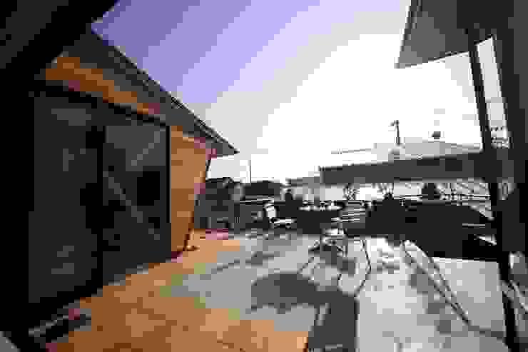 Scandinavian style balcony, veranda & terrace by 株式会社高野設計工房 Scandinavian