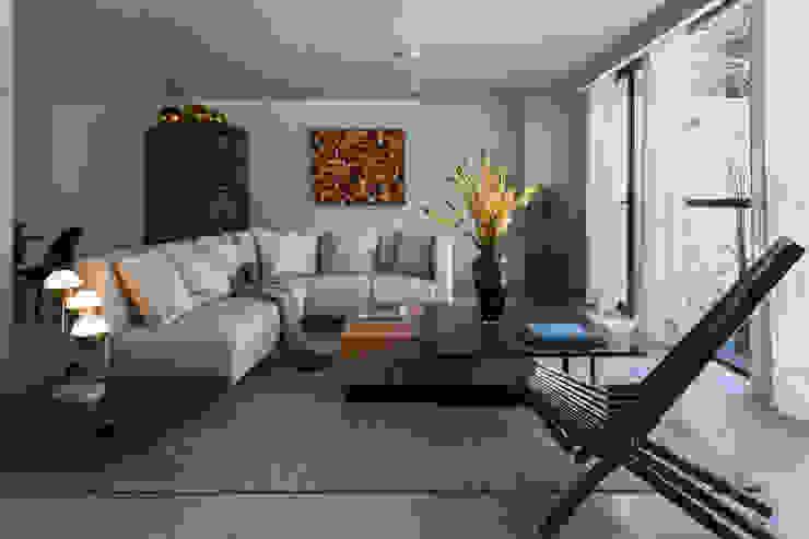 Erika Winters Design Modern living room