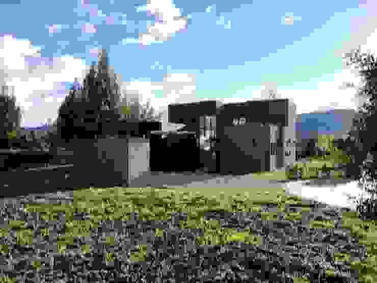 Implantación Casas modernas de IngeniARQ Arquitectura + Ingeniería Moderno