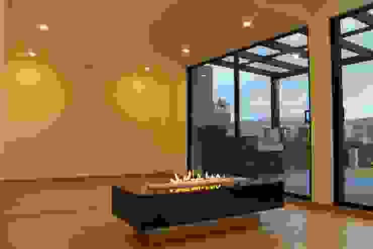 chimenea: Estudios y despachos de estilo  por IngeniARQ Arquitectura + Ingeniería,
