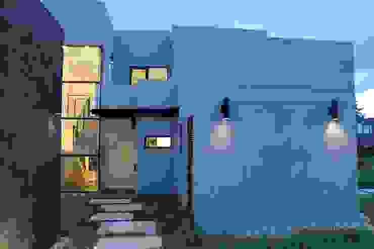 iluminación Jardines de estilo moderno de IngeniARQ Arquitectura + Ingeniería Moderno