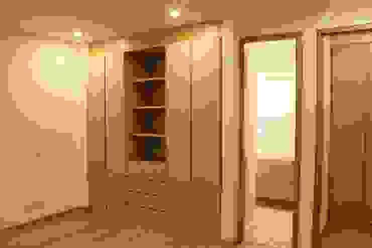غرفة الملابس تنفيذ IngeniARQ Arquitectura + Ingeniería, حداثي