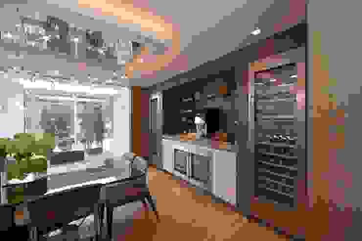 Mr & Mrs Unsworth Diane Berry Kitchens Вбудовані кухні Дерев'яні