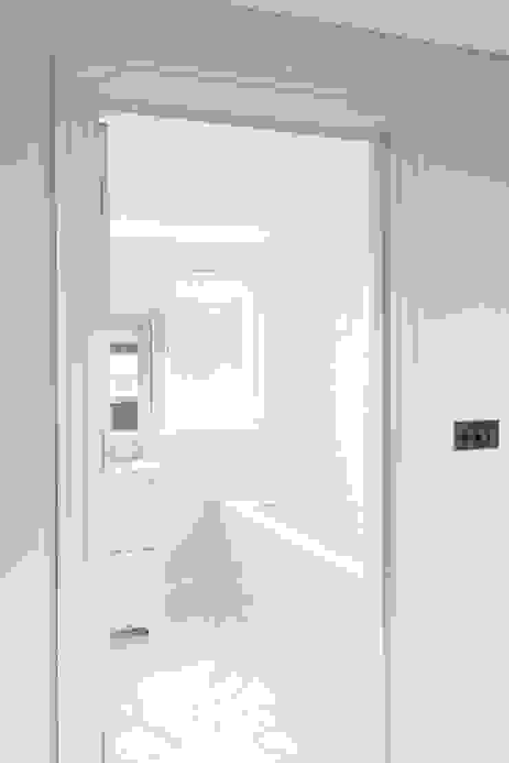 Small bathroom Prestige Architects By Marco Braghiroli Classic style bathroom