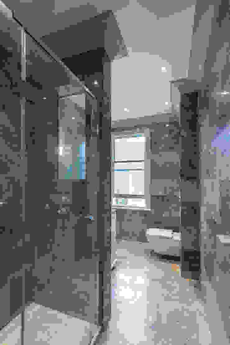 Modern marble bathroom Prestige Architects By Marco Braghiroli Classic style bathroom