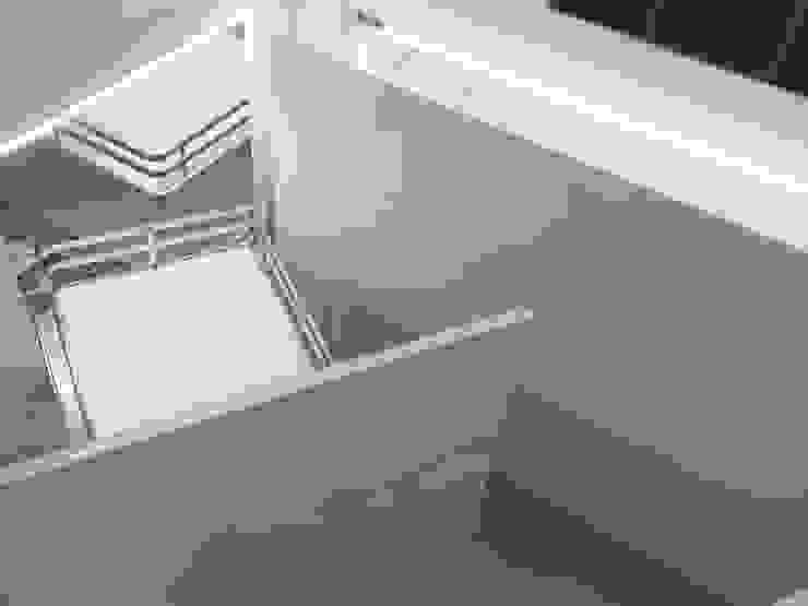 Cucina Acrilico Bianco Lucido di Formarredo Due design 1967 Moderno