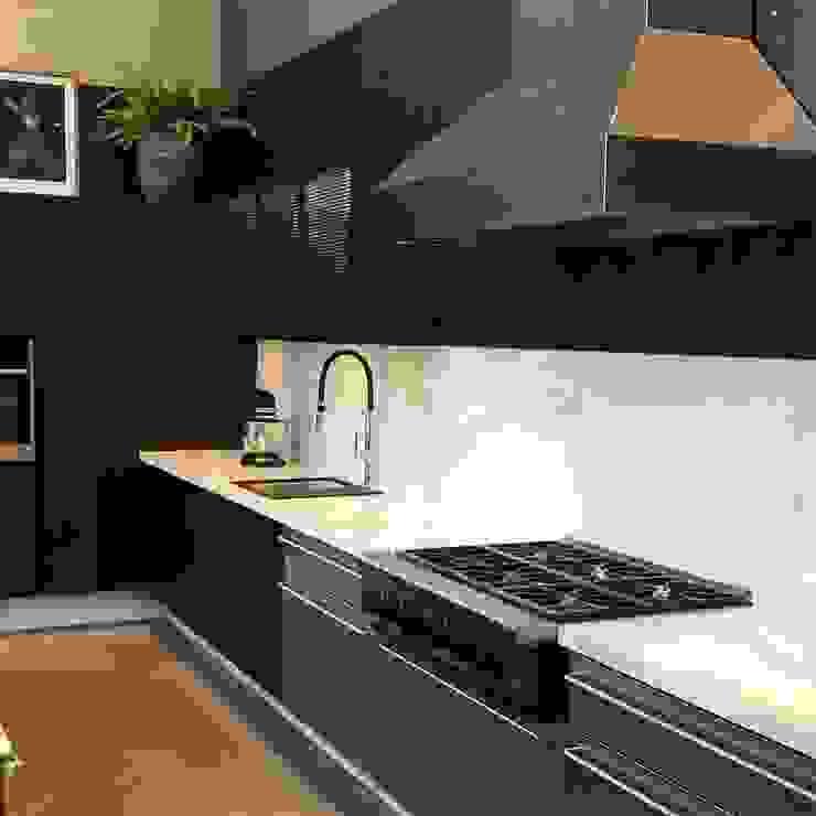 G.F Studio Design KitchenCabinets & shelves