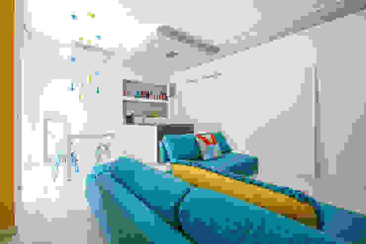 Salas modernas de Ristrutturazione Case Moderno