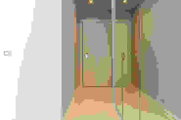 Ristrutturazione via Popoli Uniti Milano Ristrutturazione Case Ingresso, Corridoio & Scale in stile moderno