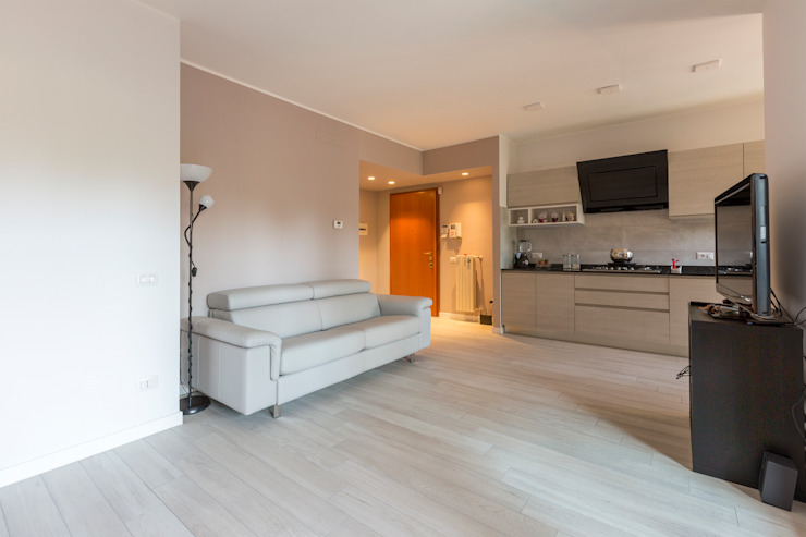 Modern Living Room by Ristrutturazione Case Modern