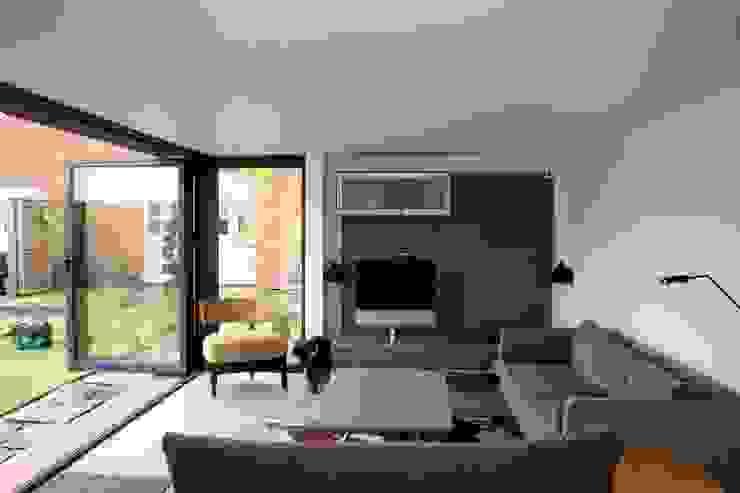 Cedar Clad Garden Room Moderne kantoorgebouwen van apodo designs Modern