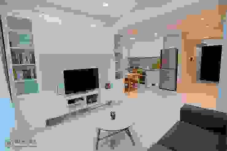 純白鄉村風電視櫃 藏私系統傢俱 现代客厅設計點子、靈感 & 圖片 塑木複合材料 White
