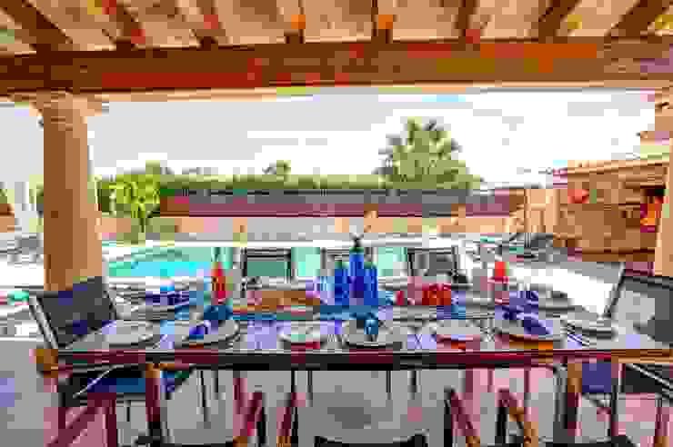 Terraza cubierta Balcones y terrazas de estilo mediterráneo de Diego Cuttone, arquitectos en Mallorca Mediterráneo
