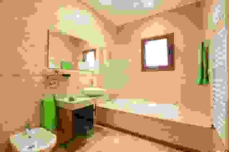 Baño con bañera Baños de estilo mediterráneo de Diego Cuttone, arquitectos en Mallorca Mediterráneo Azulejos