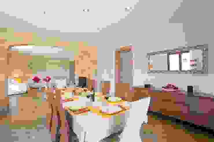 Comedor principal Comedores de estilo mediterráneo de Diego Cuttone, arquitectos en Mallorca Mediterráneo