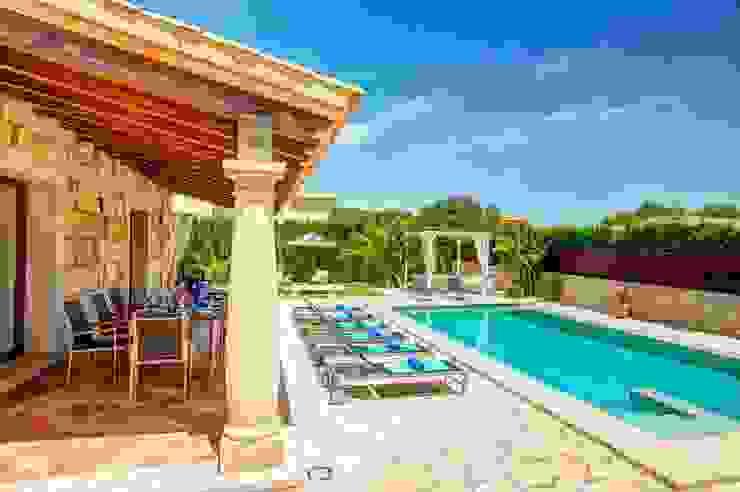 Porche Balcones y terrazas de estilo mediterráneo de Diego Cuttone, arquitectos en Mallorca Mediterráneo