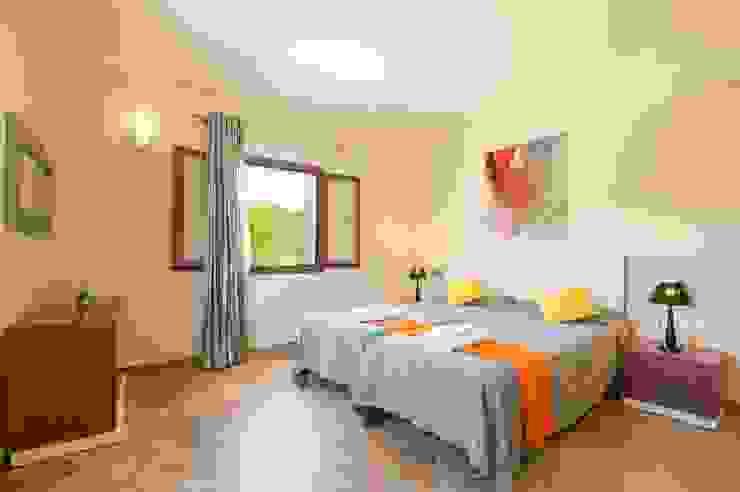 Dormitorio doble cama Dormitorios de estilo mediterráneo de Diego Cuttone, arquitectos en Mallorca Mediterráneo