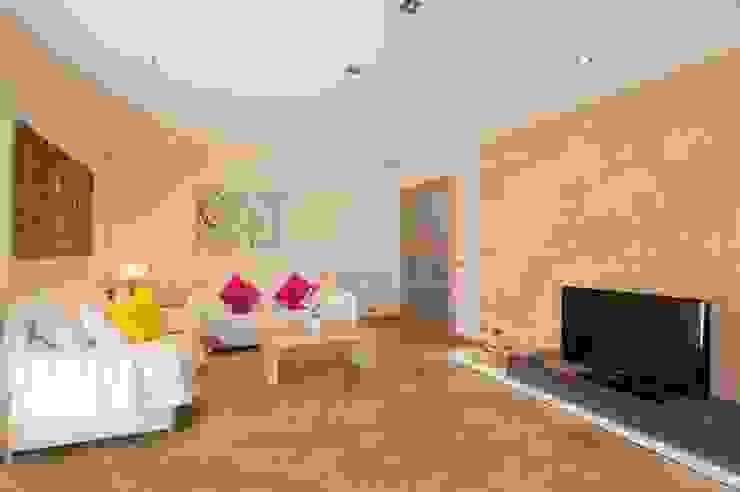 Salon Salones de estilo mediterráneo de Diego Cuttone, arquitectos en Mallorca Mediterráneo