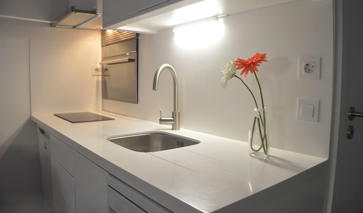 Bancada de Cozinha em Corian por JHST, LDA Moderno Pedra
