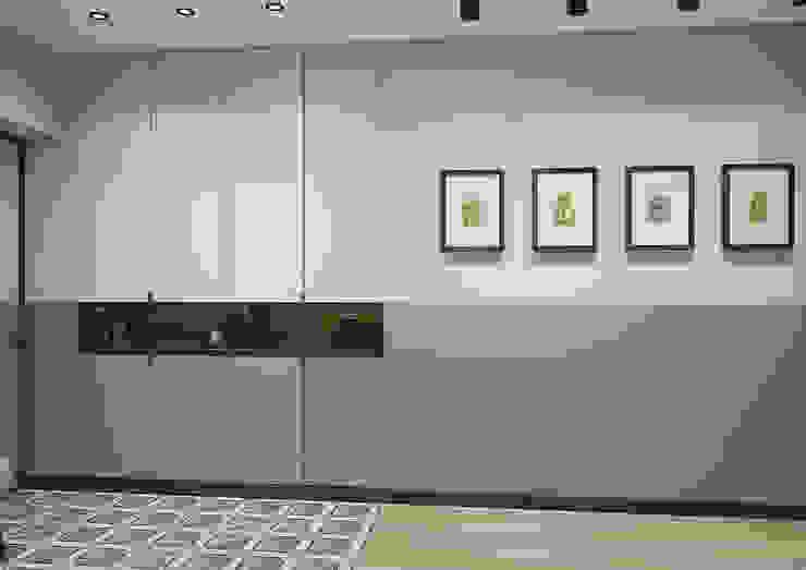 Modern Corridor, Hallway and Staircase by Дизайн Студия 33 Modern