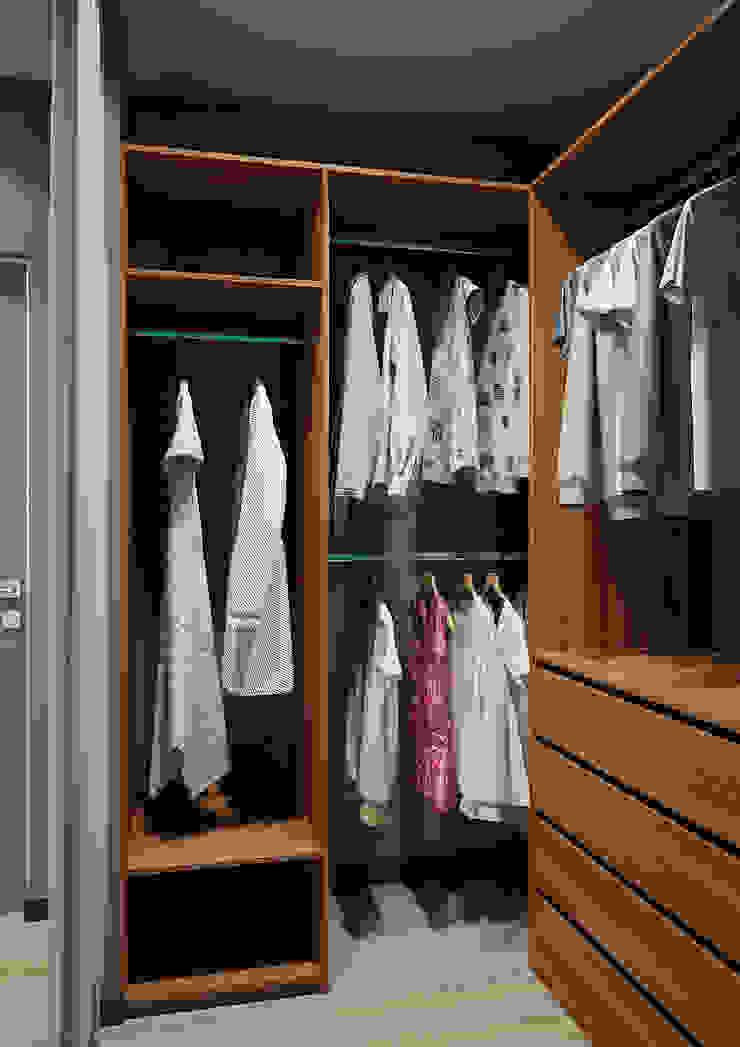 Modern Dressing Room by Дизайн Студия 33 Modern