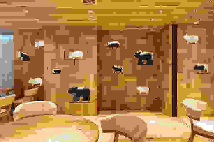Moderne winkelruimten van 株式会社KAMITOPEN一級建築士事務所 Modern Hout Hout