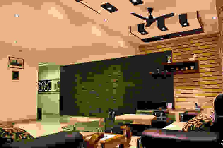 Mrs Deepas Residence:  Living room by Rubenius Interiors,Modern
