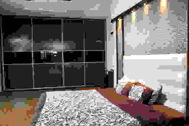 Mrs Deepas Residence:  Bedroom by Rubenius Interiors,Modern