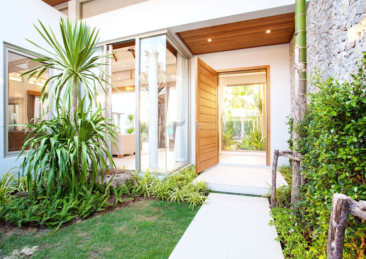 Front yard by Klausroom, Modern