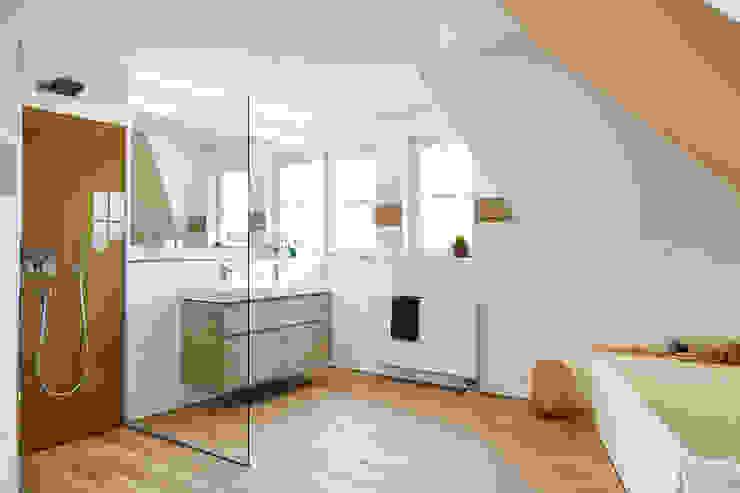 So holen Sie sich die Natur ins Badezimmer Banovo GmbH Moderne Badezimmer Holz-Kunststoff-Verbund