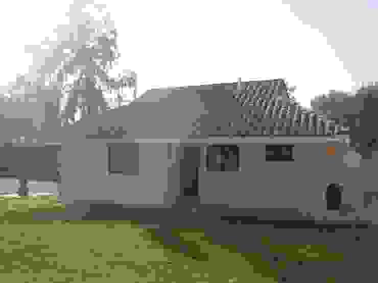 Einfamilienhaus von DIEGO ALARCÓN & MANUEL RUBIO ARQUITECTOS LIMITADA, Mediterran