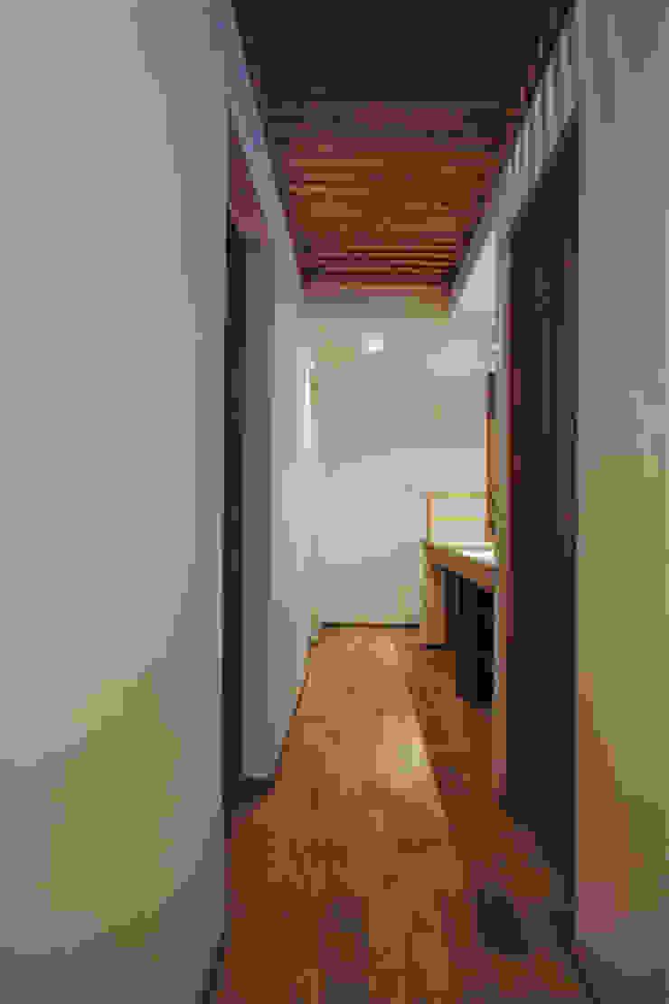 環境創作室杉 Eclectic corridor, hallway & stairs